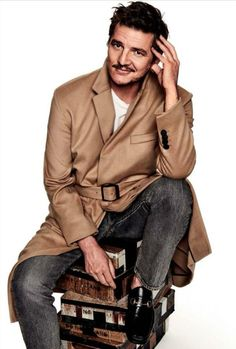 Pedro Pascal for GQ Spain, September 2017 Pedro Pascal Narcos, Gq, Flirty Good Morning Quotes, Beautiful Men, Beautiful People, Pretty Men, Amazing People, Stylish Mens Haircuts, Diego Luna