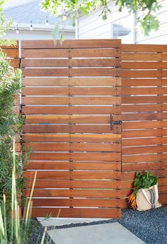 A high fence made of horizontal planks perfectly ensures privacy … - Modern Wood Fence Gates, Fence Gate Design, Modern Fence Design, Privacy Fence Designs, Patio Design, Fencing, Backyard Gates, Garden Gates, Limestone Patio