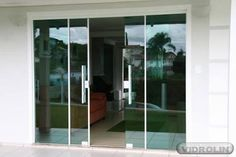 Resultado de imagem para porta de correr para sala de vidro Sliding French Doors, Tempered Glass Door, Tv Wall Design, Minimal Living, House Front Design, Entrance Doors, Patio Design, White Walls, Building A House