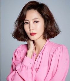Korean Actresses, Korean Actors, Korean Shows, Teen Fashion Outfits, Korean Beauty, Ulzzang Girl, Pretty Woman, Korean Girl, Short Hair Styles