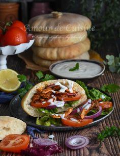 meilleure recette de kebab au poulet maison - Amour de cuisine Shawarma, Camembert Cheese, Tacos, Mexican, Cooking, Ethnic Recipes, Kebabs, Food, Brick