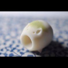 """一日一菓 「蚊遣豚」 煉切製 wagashi of the day """"Kayaributa"""" 本日は「蚊遣豚」です。 まさに日本の夏の風物詩ですね。…"""