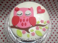 Owl Cake Pink Owl for a girl who likes pink, hearts and owls. Thanks Torta Couture for the Owl design! Ladybug Cakes, Owl Cakes, Bird Cakes, Cupcake Cakes, Fruit Cakes, Owl Cake Birthday, Owl Birthday Parties, Mini Tortillas, Occasion Cakes