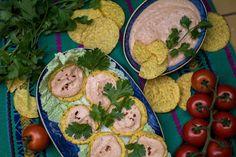 Pasta de pollo (čti pasta de pojo) Alias taková moc dobrá kuřecí pomazánka. Naše oblíbené jídlo z Guatemaly. Když jsme bydleli 3 týdny u naší kamarádky Keyly v městě Flores Petén (krásné ostrovní městečko na severu Guatemaly), chodili jsme téměř každý večer na místní trhy. Hummus, Flora, Ethnic Recipes, Chicken Pasta, Plants