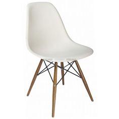 Sedia plastic chair DSW Eames bianco gambe in legno Charles Eames, White Eames Chair, Eames Dsw Chair, Ab Chair, Chair Pads, Desk Chair, Eames Chair Replica, Chaise Dsw, Eiffel Chair