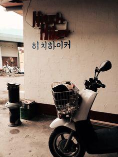 Hitch hiker. 히치하이커 남부시장. Jeonju, South Korea.