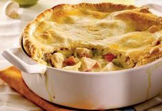 Although it has many ingredients, the pie can be regarded as one accessible to every pocket. Turkey Recipes, Chicken Recipes, Dinner Recipes, Pie Recipes, Yummy Recipes, Chicken Tetrazzini Recipes, Confort Food, One Pot Meals, French Tips