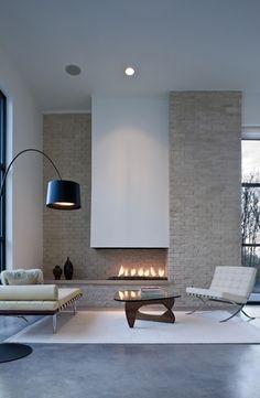 Foyer ouvert : une touche #moderne à la pièce http://www.m-habitat.fr/cheminees/cheminees-a-foyer-ouvert/la-cheminee-a-foyer-ouvert-decorative-utile-et-tendance-94_A