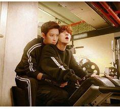 This is such a good edit I thought it was real smh. Chanbaek Fanart, Exo Chanbaek, Baekhyun Chanyeol, Park Chanyeol, Exo Couple, Couple Posing, Xiuchen, Exo Memes, Kpop Exo
