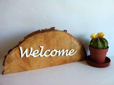 Cartel escultura welcome en rodaja de madera de Planetasierra por DaWanda.com