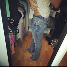 miss me light wash size 27. one broken belt loop thats what i get when i decided to try these on after i was prego! but other wise they are great comfortable jeans. Miss Me Jeans