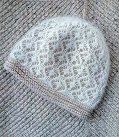 More photos on Ravelry, but the pattern is from the knitter's private collection; sadly, this beautiful pattern is not available to us. Lace Knitting, Knitting Stitches, Knitting Patterns, Hat Patterns, Bonnet Crochet, Knit Crochet, Crochet Hats, Slouchy Beanie, Knit Stitches