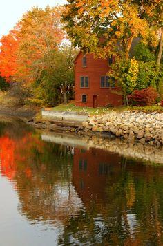 Aiken House & Gardens: Autumn Reflections
