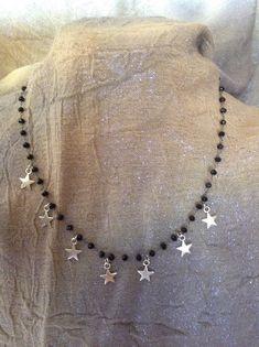 Sono felice di condividere l'ultimo arrivato nel mio negozio #etsy: Girocollo con catena rosario e charms a forma di stelline, short necklace with small stars Crochet Bracelet, Bijoux Diy, Wire Jewelry, Jewellery, Baby Knitting Patterns, Diy Projects, Bracelets, Necklaces, Beads