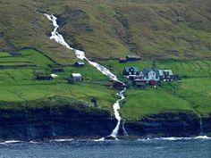 Деревня Múli находится в самой дальней точке острова Borðoy на восточном побережье. Село, постройки которого датируются 13-м веком, стало последним на архипелаге, куда провели электричество в 1970 году.
