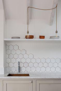 Non Tile Kitchen Backsplash . Non Tile Kitchen Backsplash . Black and White Tile Kitchen Backsplash Collection White Hexagone Tile, Hexagon Tile Backsplash, Hex Tile, Cement Tiles, Mosaic Tiles, Wall Tiles, Kitchen On A Budget, Cuisines Design, Kitchen Decor