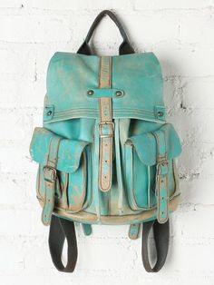 cute teal backpack, wished it would be bigger so I could use it for school :3