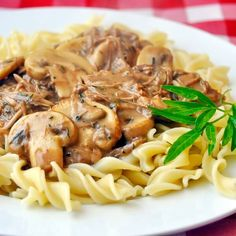 Easy Leftover Turkey Stroganoff If I have to eat leftovers, then at least let them be turkey leftovers! I even have a collection of more than a dozen Leftover Turkey Recipes that you can find by clicking here. A good roasted turkey dinner is one of my ver Leftover Turkey Recipes, Leftovers Recipes, Turkey Leftovers, Roasted Chicken Leftover Recipes, Chicken Recipes, Chicken Ideas, Turkey Stroganoff, Stroganoff Recipe, Chicken Stroganoff