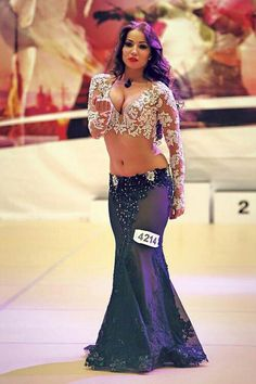 Belly Dancer Costumes, Belly Dancers, Dance Costumes, Dance Outfits, Dance Dresses, Belle Silhouette, Hot Country Girls, Belly Dance Outfit, Indian Bollywood Actress