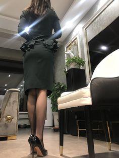 Secretary Outfits, Pencil Skirt Work, Pantyhose Heels, Sexy Legs And Heels, Work Skirts, Black Stockings, Stella Mccartney Elyse, Beautiful Legs, Leather Skirt