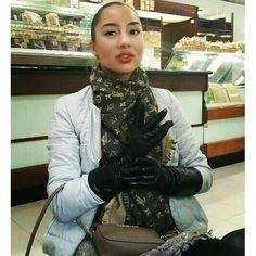 gloves me