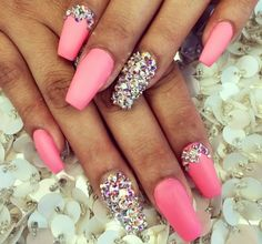 Pink and rhinestone nails. Really pretty nails. French Nails Glitter, Sparkly Nails, Fancy Nails, Bling Nails, Stiletto Nails, Glitter Nails, Coffin Nails, Pink Manicure, Glam Nails