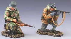 World War II German Winter SS021A Infantry Squad Kneeling Loading & Firing Winter Version - Made by Thomas Gunn Military Miniatures and Models. Factory made, hand assembled, painted and boxed in a padded decorative box. Excellent gift for the enthusiast.