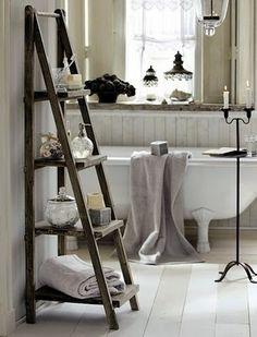 bathroom vintage decor Love the ladder for storage (behind the door)