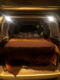 Mini Camper, Vw Camper, Campers, Van Conversion For Family, Berlingo Camper, Rental Vans, Minivan Camper Conversion, Custom Mercedes, Minivan Camping