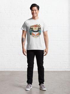 T-shirt «Van Life California - Adea cadeau mignon pour les amateurs de voyage van coucher de soleil plage d'été pour les amis ou la famille», par MagicDesigner | Redbubble T Shirt Vans, Cool Tees, Cool T Shirts, Zero Two, Darling In The Franxx, Funny Tshirts, Chiffon Tops, Shirt Designs, Classic T Shirts