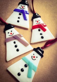 Handmade glass Snowman hanging decorations are aprox 9x7cm in size comes with a white body, black hat and colourful scarf (red, blue, green, yellow, purple ) No two pieces are extactly the same. Please let me know which colour scarf you would prefer