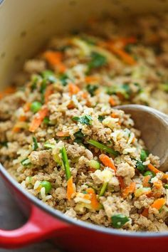 DIY Homemade Dog Food - Keep your dog healthy and fit with this easy peasy homemade recipe - it's cheaper than store-bought and chockfull of fresh veggies! You will find interesting recipes for dog on my account. Food Dog, Make Dog Food, Puppy Food, Best Homemade Dog Food, Homemade Dog Treats, Healthy Dog Treats, Cat Food, Homemade Recipe, Doggie Treats