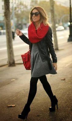 Look de Inverno: Vestido Cinza + Cachecol Vermelho                                                                                                                                                      Mais