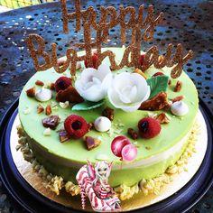 #entremet #pistache #framboise #chocolatblanc #moussechocolatblanc #moussepistache #nougatine #patisserie #homemade #homemadefood #homemadecooking #dessert #instafood #douceursucrees Biscuits, Cake, Desserts, Food, Raspberry, Powdered Sugar, Almond, Gentleness, Crack Crackers