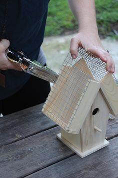 Decorative Bird Houses, Bird Houses Painted, Bird Houses Diy, Wooden Bird Feeders, Bird House Feeder, Diy Birdhouse, Birdhouse Designs, Garden Crafts, Garden Projects