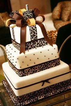 Leopard wedding cake, in black and white instead