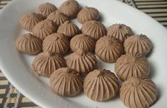 Chocolate Meringue: A unique combination of chocolate and egg which is served as an accompaniment. Brownie Cookies, Cookie Bars, Cake Cookies, Meringue Desserts, Chocolate Meringue, Baking For Beginners, How To Make Chocolate, Macaroons, Biscotti