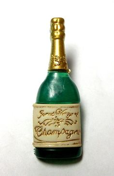 "FESTIVE REALISTIC GREEN, WHITE & GOLD ""CHAMPAGNE BOTTLE"" BUTTON"