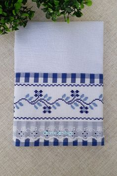 Bargello, Tea Towels, Sims 4, Hand Embroidery, Diy And Crafts, Patches, Cross Stitch, Quilts, Sewing