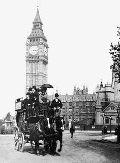A group of gentleman take in the sights at Parliament Square including Big Ben in London in 1890 photos Victorian life in the UK unveiled in amazing collection of images showing what life was like Victorian London, Vintage London, Old London, Victorian Life, London Bus, London Food, London Street, London City, London History