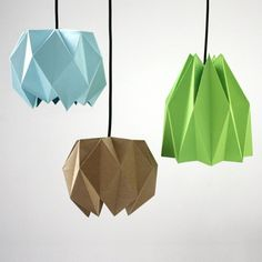 suspensions origami en papier plié en 3D de couleurs bleu pastel, marron et vert