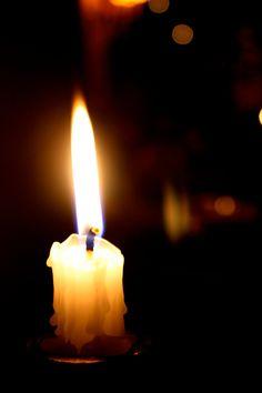 Elke 2e zondag in december wordt Wereldlichtjesdag gehouden. World Wide Candle Lighting is in 1997 in Amerika ontstaan door The Compassionate Friends. Om 19.00 uur 's avonds steken mensen in de hele wereld kaarsjes aan ter nagedachtenis aan overleden kinderen.