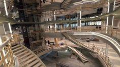 Autre lieu important de la vie à bord du navire : l'Infinity atrium qui permet de visualiser les imposants volumes de cette cathédrale d'acier.