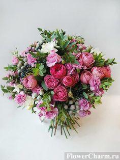 Подарочные букеты цветов, композиции и корзинки