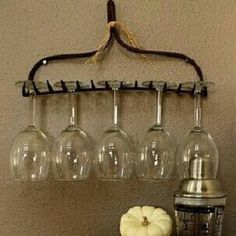 Saw this on Facebook.  What a great idea.  Now need to go find some old rakes