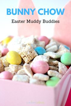 Bunny Chow (aka Muddy Buddies or Puppy Chow) is an easy dessert recipe for Spring or Easter celebrations. Kids love this no bake recipe! Easter Deserts, Easter Snacks, Easter Candy, Easter Brunch, Easter Treats, Easter Recipes, Easter Food, Easter Eggs, Chex Mix