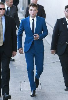 Robert Pattinson Alexander McQueen blue suit - 'The Rover' Los Angeles Premiere 12 June 2014 Designer Suits For Men, Well Dressed Men, Gentleman Style, Robert Pattinson, Wedding Suits, Stylish Men, Mens Suits, Dapper, Sexy Men