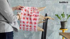 Matonkude syntyy kätevästi kerinpuut apuna Weaving, Rag Rugs, Helsinki, Carpets, How To Make, Farmhouse Rugs, Rugs, Loom Weaving, Crocheting