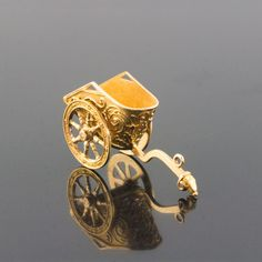 426b28f68f8 18K GOLD CHARIOT, VINTAGE ITALIAN PENDANT CHARM Vintage Italian, 18k Gold,  Vintage Antiques