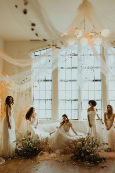 The biggest 2019 wedding trends spotted at Modern Love Event San Diego - 100 Layer Cake Peach Wedding Colors, 100 Layer Cake, Wedding Trends, Wedding Ideas, Modern Love, Bridal Suite, How To Make Light, Modern Bohemian, Color Of The Year